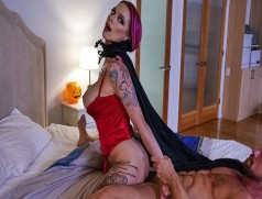 Lucky Guy Fucks the Hell out of this Horny MILF